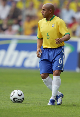 GENEVA - JUNE 04:  Roberto Carlos of Brazil during the international friendly match between Brazil and New Zealand at the Stadium de Geneva on June 4, 2006 in Geneva , Switzerland.  (Photo by David Cannon/Getty Images)