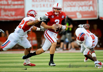 LINCOLN, NE - SEPTEMBER 10: Taylor Martinez #3 of the Nebraska Cornhuskers splits Kyle Knox #53 and Jeremiah Toma #32 of the Fresno State Bulldogs during their game at Memorial Stadium September 10, 2011 in Lincoln, Nebraska. Nebraska won 42-29.(Photo by