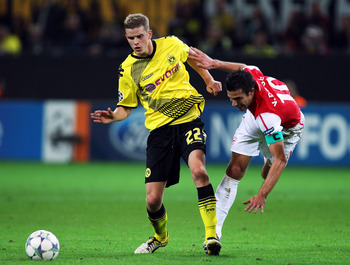 DORTMUND, GERMANY - SEPTEMBER 13:  Robin van Persie (R) of Arsenal is tackled by Sven Bender of Borussia Dortmund during the UEFA Champions League Group F match between Borussia Dortmund and Arsenal FC at Signal Iduna Park on September 13, 2011 in Dortmun
