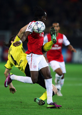 DORTMUND, GERMANY - SEPTEMBER 13:  Neven Subotic (L) of Borussia Dortmund tries to tackle Gervinho during the UEFA Champions League Group F match between Borussia Dortmund and Arsenal FC at Signal Iduna Park on September 13, 2011 in Dortmund, Germany.  (P
