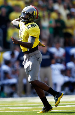 EUGENE, OR - SEPTEMBER 10:  Quarterback Darron Thomas #5 of the Oregon Ducks throws a pass against the Nevada Wolf Pack on September 10, 2011 at the Autzen Stadium in Eugene, Oregon.  (Photo by Jonathan Ferrey/Getty Images)
