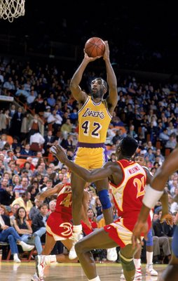 1989: James Worthy #42 of the Los Angeles Lakers makes a jump shot during a game.   Mandatory Credit: Ken Levine  /Allsport
