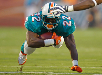 MIAMI GARDENS, FL - SEPTEMBER 12:  Reggie Bush #22 of the Miami Dolphins rushes during a game against the New England Patriots at Sun Life Stadium on September 12, 2011 in Miami Gardens, Florida.  (Photo by Mike Ehrmann/Getty Images)