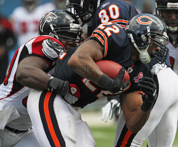 CHICAGO, IL - SEPTEMBER 11: Matt Forte #22 of the Chicago Bears tries to break away from Curtis Lofton #50 of the Atlanta Falcons at Soldier Field on September 11, 2011 in Chicago, Illinois. The Bears defeated the Falcons 30-12. (Photo by Jonathan Daniel/
