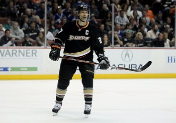 ANAHEIM, CA - APRIL 02:  Scott Niedermayer #27 of the Anaheim Ducks skates against the Vancouver Canucks at the Honda Center on April 2, 2010 in Anaheim, California.  (Photo by Jeff Gross/Getty Images)