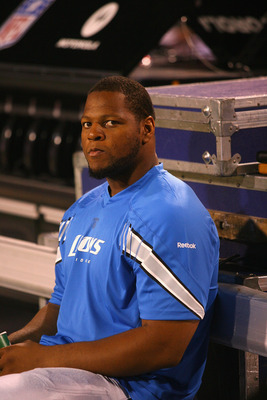 ORCHARD PARK, NY - SEPTEMBER 01:  Ndamukong Suh #90 of the Detroit Lions sits on the sidelines against the Buffalo Bills  at Ralph Wilson Stadium on September 1, 2011 in Orchard Park, New York. Detroit won 16-6.  (Photo by Rick Stewart/Getty Images)