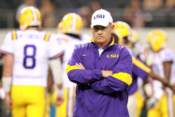 ARLINGTON, TX - SEPTEMBER 03: Head coach Les Miles of the LSU Tigers before a game against the Oregon Ducks at Cowboys Stadium on September 3, 2011 in Arlington, Texas.  (Photo by Ronald Martinez/Getty Images)