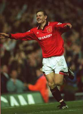 10 NOV 1994:  ANDREI KANCHELSKIS OF MANCHESTER UNITED CELEBRATES SCORING HIS 2ND GOAL AGAINST MANCHESTER CITY DURING THE ENGLISH PREMIER LEAGUE MATCH AT OLD TRAFFORD, MANCHESTER.  MANCHESTER UNITED WON 5-0. Mandatory Credit: Clive Brunskill/ALLSPORT