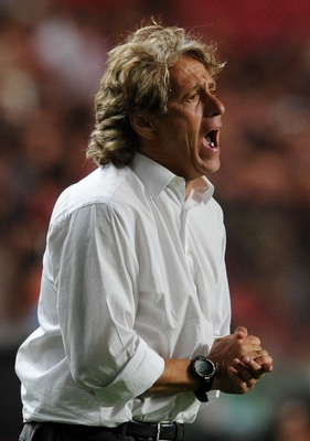 LISBON, PORTUGAL - AUGUST 28:  Benfica Coach Jorge Jesus shouts during the Portuguese Liga match between Vitoria Setubal and Benfica at Luz Stadium on August 28, 2010 in Lisbon, Portugal.  (Photo by Patricia de Melo/EuroFootball/Getty Images)
