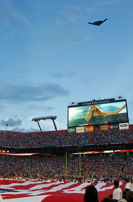 MIAMI GARDENS, FL - SEPTEMBER 12:  A general view of Sun Life Stadium during a game between the Miami Dolphins ad the New England Patriots on September 12, 2011 in Miami Gardens, Florida.  (Photo by Mike Ehrmann/Getty Images)