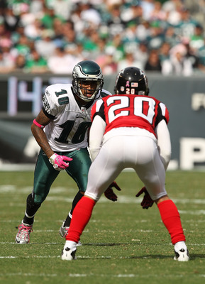 PHILADELPHIA - OCTOBER 17:  Jeremy Maclin #18  of the Philadelphia Eagles in action against Brent Grimes #20 of the Atlanta Falcons during their game at Lincoln Financial Field on October 17, 2010 in Philadelphia, Pennsylvania.  (Photo by Al Bello/Getty I