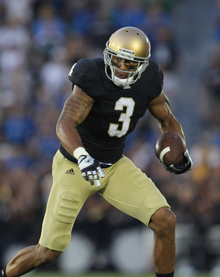 SOUTH BEND, IN - SEPTEMBER 03:  Michael Floyd #3 of the Notre Dame Fighting Irish runs after catching a pass against the University of South Florida Bulls at Notre Dame Stadium on September 3, 2011 in South Bend, Indiana. South Florida defeated Notre Dame