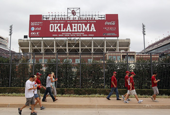 NORMAN, OK - SEPTEMBER 11:  The Gaylord Family Oklahoma Memorial Stadium before a game between the Florida State Seminoles and the Oklahoma Sooners on September 11, 2010 in Norman, Oklahoma.  (Photo by Ronald Martinez/Getty Images)