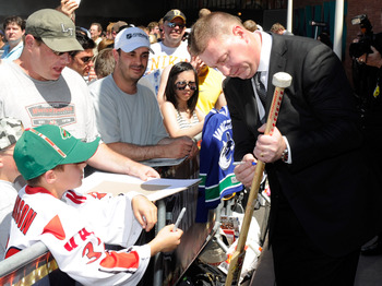 LAS VEGAS, NV - JUNE 22:  General Manager Mike Gillis of the Vancouver Canucks signs autographs for fans as he arrives at the 2011 NHL Awards at the Palms Casino Resort June 22, 2011 in Las Vegas, Nevada.  (Photo by Ethan Miller/Getty Images)