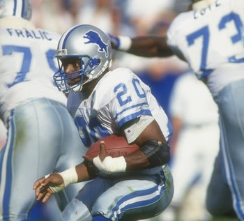 12 Sep 1993: Running back Barry Sanders of the Detroit Lions moves the ball during a game against the New England Patriots at Foxboro Stadium in Foxboro, Massachusetts. The Lions won the game, 19-16.