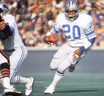 CHICAGO - DECEMBER 1981:  Running back Billy Sims #20 of the Detroit Lions rushes for yards against the Chicago Bears during a NFL game circa December of 1981 at Soldier Field in Chicago, Illinois.  The Cardinals won 17-10.  (Photo by Jonathan Daniel/Gett