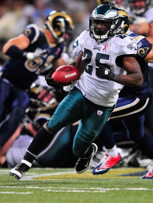 ST. LOUIS, MO - SEPTEMBER 11: LeSean McCoy #25 of the Philadelphia Eagles runs for a touchdown against the St. Louis Rams at the Edward Jones Dome on September 11, 2011 in St. Louis, Missouri. The Eagles defeated the Rams 31-15. (Photo by Jeff Curry/Getty