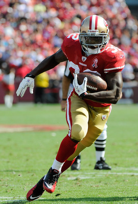 SAN FRANCISCO, CA - SEPTEMBER 11: Kendall Hunter #32 of the San Francisco 49ers carries the ball against the Seattle Seahawks in the fourth quarter of an NFL football game at Candlestick Park on September 11, 2011 in San Francisco, California. the 49ers w