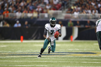 ST. LOUIS - SEPTEMBER 11: Michael Vick #7 of the Philadelphia Eagles runs against the St. Louis Rams at the Edward Jones Dome on September 11, 2011 in St. Louis, Missouri.  (Photo by Dilip Vishwanat/Getty Images)
