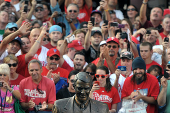 PHILADELPHIA, PA - AUGUST 16: Fans watch the unveiling of statue in honor of former Philadelphia Phillies announcer Harry Kalas  before the game against the Arizona Diamondbacks at Citizens Bank Park on August 16, 2011 in Philadelphia, Pennsylvania. The D