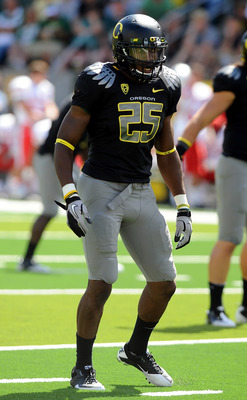 EUGENE, OR - SEPTEMBER 04:  Linebacker Boseko Lokombo #25 of the Oregon Ducks gets set at the line of scrimmage in the second quarter of the game against the New Mexico Lobos at Autzen Stadium on September 4, 2010 in Eugene, Oregon. Oregon won the game 72