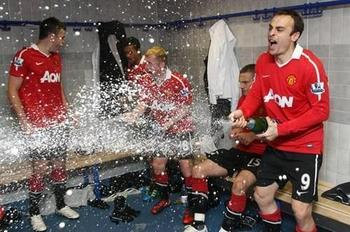Funny-sports-pictures-manchester-united-celebration_display_image