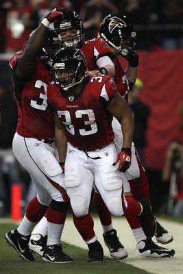 ATLANTA, GA - JANUARY 15:  Michael Turner #33 of the Atlanta Falcons reacts after he scroed a touchdown in the first quarter against the Green Bay Packers during their 2011 NFC divisional playoff game at Georgia Dome on January 15, 2011 in Atlanta, Georgi