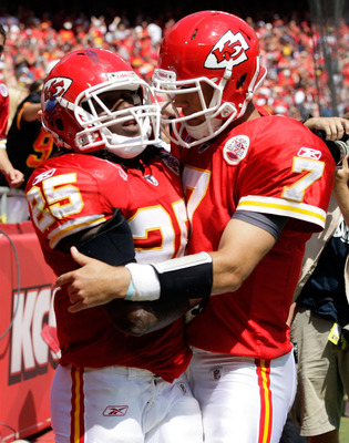 KANSAS CITY, MO - SEPTEMBER 11:  Quarterback Matt Cassel #7 of the Kansas City Chiefs congratulates Jamaal Charles #25 after a touchdown during the game against the Buffalo Bills at Arrowhead Stadium on September 11, 2011 in Kansas City, Missouri.  (Photo