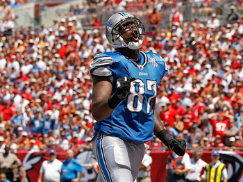 TAMPA, FL - SEPTEMBER 11:  Brandon Pettigrew #87 of the Detroit Lions reacts to missing a touchdown pass during the season opener against the Tampa Bay Buccaneers at Raymond James Stadium on September 11, 2011 in Tampa, Florida.  (Photo by Mike Ehrmann/Ge