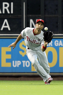 HOUSTON - SEPTEMBER 14:  Left fielder Raul Ibanez #29 of the Philadelphia Phillies makes a catch on a line drive against the Houston Astros at Minute Maid Park on September 14, 2011 in Houston, Texas.  (Photo by Bob Levey/Getty Images)
