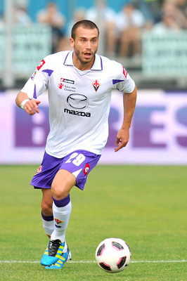 BRESCIA, ITALY - MAY 22:  Lorenzo De Silvestri of Fiorentina in action during the Serie A match between Brescia Calcio and ACF Fiorentina at Mario Rigamonti Stadium on May 22, 2011 in Brescia, Italy.  (Photo by Massimo Paolone / Iguana Press/Getty Images)