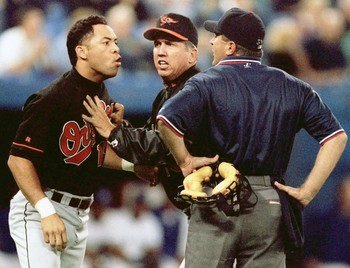 68149-roberto-alomar-spitting-on-umpire-john-hirschbeck_display_image