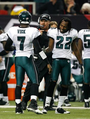 ATLANTA - DECEMBER 06:  Head coach Andy Reid, Michael Vick #7 and Asante Samuel #22 of the Philadelphia Eagles against the Atlanta Falcons at Georgia Dome on December 6, 2009 in Atlanta, Georgia.  (Photo by Kevin C. Cox/Getty Images)