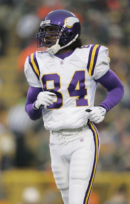 GREEN BAY, WI - JANUARY 9:  Wide receiver Randy Moss #84 of the Minnesota Vikings jogs off the field against the Green Bay Packers in the NFC wild-card game at Lambeau Field on January 9, 2005 in Green Bay, Wisconsin.  The Vikings defeated the Packers 31-