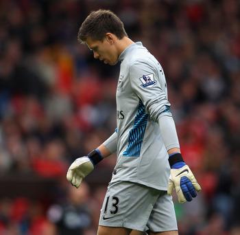 MANCHESTER, ENGLAND - AUGUST 28:  Wojciech Szczesny of Arsenal looks dejected during the Barclays Premier League match between Manchester United and Arsenal at Old Trafford on August 28, 2011 in Manchester, England.  (Photo by Alex Livesey/Getty Images)