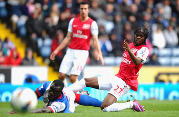BLACKBURN, ENGLAND - SEPTEMBER 17: Gervinho of Arsenal scores the opening goal under pressure from Chris Samba of Blackburn during the Barclays Premier League match between Blackburn Rovers and Arsenal at Ewood Park on September 17, 2011 in Blackburn, Eng