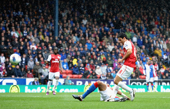 BLACKBURN, ENGLAND - SEPTEMBER 17: Mikel Arteta of Arsenal scores the second goal during the Barclays Premier League match between Blackburn Rovers and Arsenal at Ewood Park on September 17, 2011 in Blackburn, England.