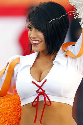 Buccaneers-cheerleader-357101205043_display_image