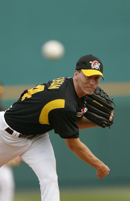 BRADENTON, FL - MARCH 4:  Pitcher Kris Benson #34 of the Pittsburgh Pirates warms up against the Cincinnati Reds during Spring Training on March 4, 2004 at McKechnie Field  in Bradenton, Florida. The Red won 6-3. (Photo by Eliot J. Schechter/Getty Images)