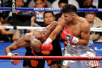 LAS VEGAS, NV - SEPTEMBER 17:  (R-L) Victor Ortiz throws a right at the head of Floyd Mayweather Jr. during their WBC welterweight title fight at the MGM Grand Garden Arena on September 17, 2011 in Las Vegas, Nevada.  (Photo by Ethan Miller/Getty Images)