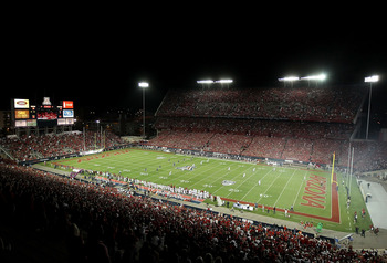TUCSON, AZ - SEPTEMBER 17:  General view of action as the Stanford Cardinal kick off to the Arizona Wildcats during the college football game at Arizona Stadium on September 17, 2011 in Tucson, Arizona.  The Cardinal defeated the Wildcats 37-10.  (Photo b