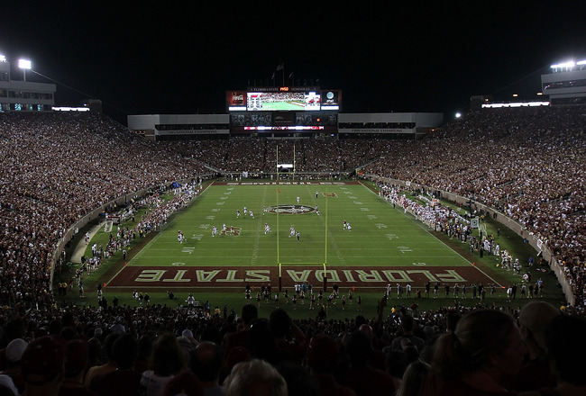 TALLAHASSEE, FL - SEPTEMBER 17:  A general view of play between the Oklahoma Sooners and the Florida State Seminoles at Doak Campbell Stadium on September 17, 2011 in Tallahassee, Florida.  (Photo by Ronald Martinez/Getty Images)