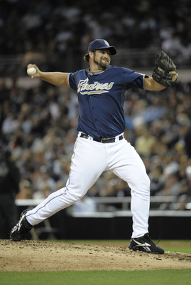 SAN DIEGO, CA - SEPTEMBER 17:  Heath Bell #21 of the San Diego Padres  pitches during the ninth inning of a baseball game against the Arizona Diamondbacks at Petco Park on September 17, 2011 in San Diego, California. (Photo by Denis Poroy/Getty Images)