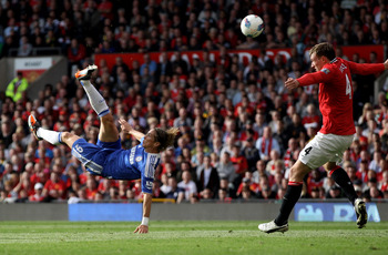 MANCHESTER, ENGLAND - SEPTEMBER 18:  Fernando Torres of Chelsea performs an overhead kick during the Barclays Premier League match between Manchester United and Chelsea at Old Trafford on September 18, 2011 in Manchester, England. (Photo by Clive Brunskil