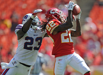 KANSAS CITY, MO - SETEMBER 11:  Wide receiver Dexter McCluster #22 of the Kansas City Chiefs catches a pass against pressure from defensive back Aaron Williams #23 of the Buffalo Bills during the fourth quarter on September 11, 2011 at Arrowhead Stadium i