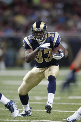 ST. LOUIS, MO - AUGUST 13: Carnell Williams #33 of the St. Louis Rams runs with the ball during the NFL preseason game against the Indianapolis Colts at Edward Jones Dome on August 13, 2011 in St. Louis, Missouri. The Rams defeated the Colts 33-10. (Photo