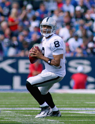 ORCHARD PARK, NY - SEPTEMBER 18: Jason Campbell #8 of the Oakland Raiders readies to throw against the Buffalo Bills at Ralph Wilson Stadium on September 18, 2011 in Orchard Park, New York.  (Photo by Rick Stewart/Getty Images)