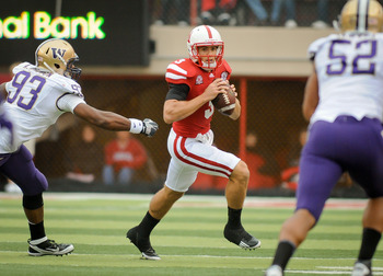 LINCOLN, NE - SEPTEMBER 17: Taylor Martinez #3 of the Nebraska Cornhuskers scans downfield against the Washington Huskies defends during their game at Memorial Stadium September 17, 2011 in Lincoln, Nebraska. Nebraska won 51-38.  (Photo by Eric Francis/Ge