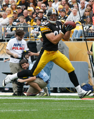 PITTSBURGH - SEPTEMBER 18:  Heath Miller #83 of the Pittsburgh Steelers catches a pass in the second half against the Seattle Seahawks during the game on September 18, 2011 at Heinz Field in Pittsburgh, Pennsylvania.  (Photo by Jared Wickerham/Getty Image