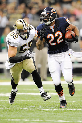 NEW ORLEANS, LA - SEPTEMBER 18:  Scott Shanle #58 of the New Orleans Saints pursues Matt Forte #22 of the Chicago Bears at the Louisiana Superdome on September 18, 2011 in New Orleans, Louisiana.  The Saints defeated the Bears 30-13.  (Photo by Stacy Reve